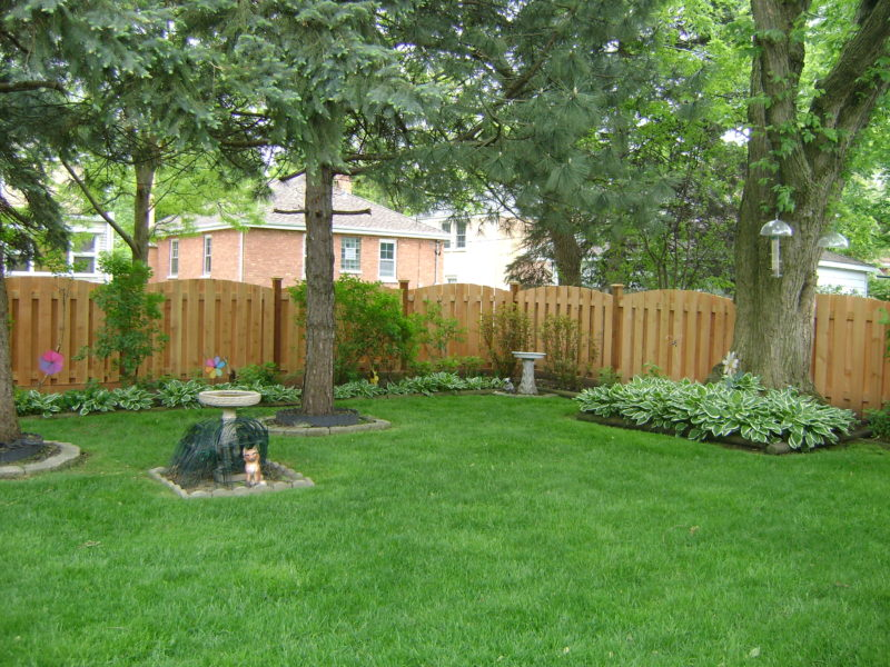 Photo of a 5 foot shadowbox arch fence installed by First Fence Company