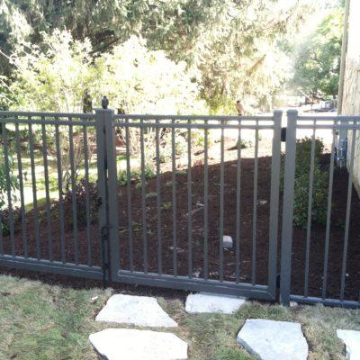 Aluminum residential flat walk gate