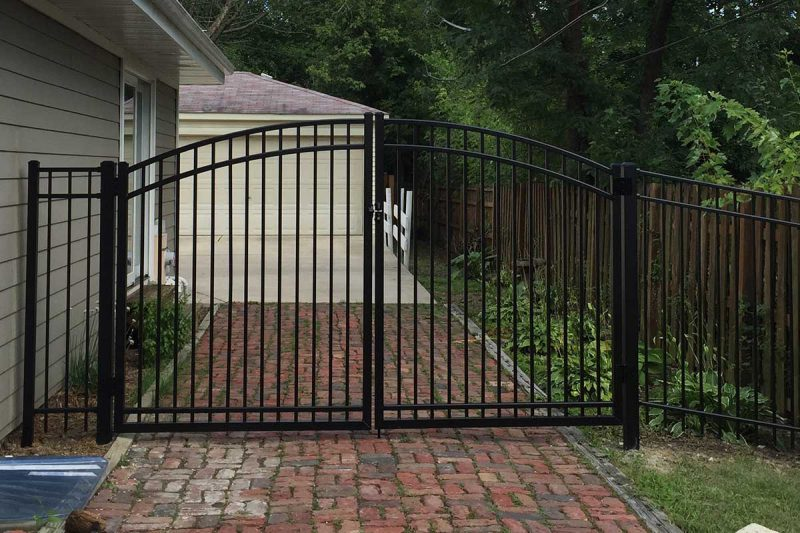 Photo of residential aluminum fence